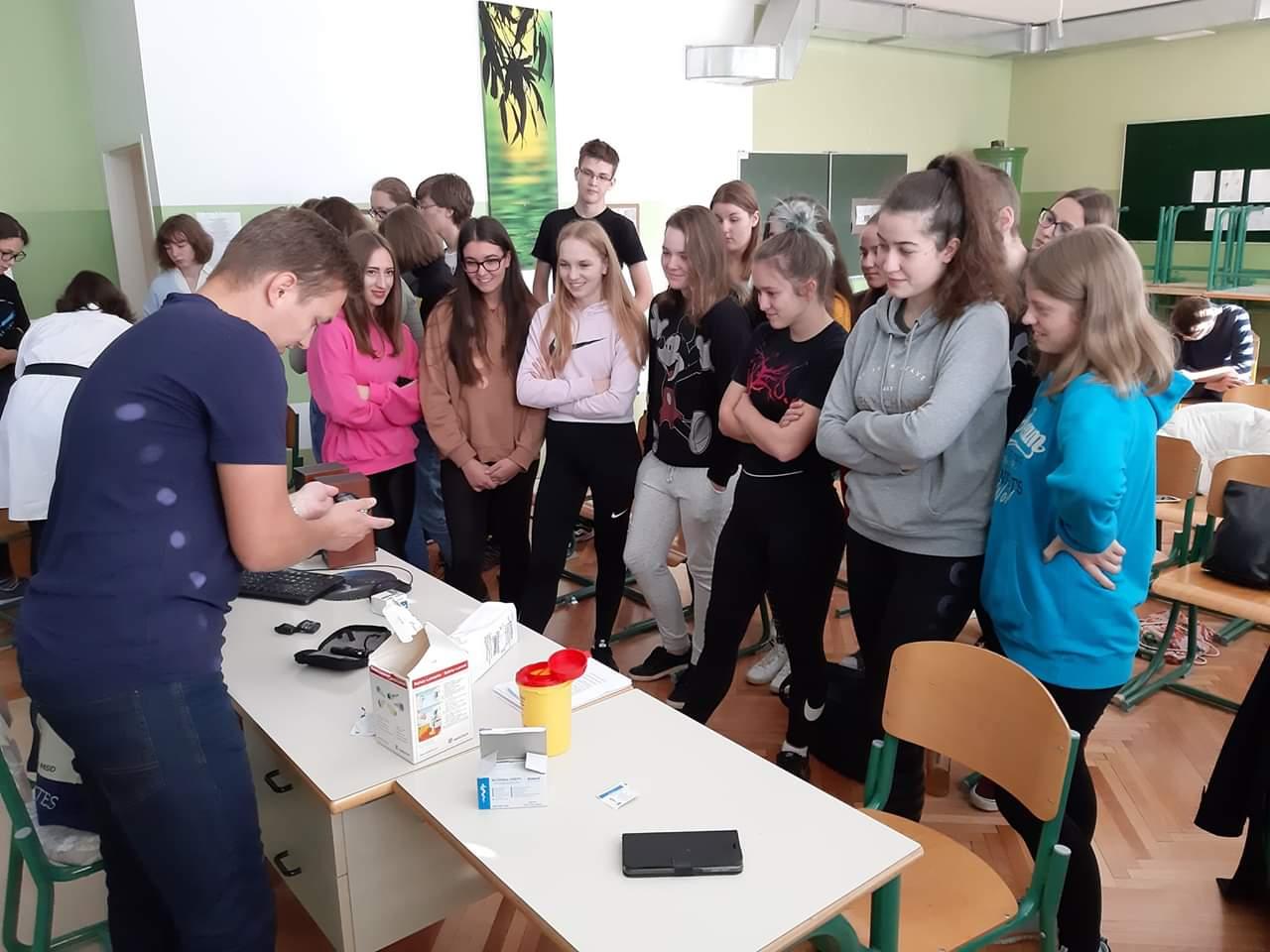 """Projektni dan """"Za zdravje mladih"""" na Gimnaziji Ravne na Koroškem"""