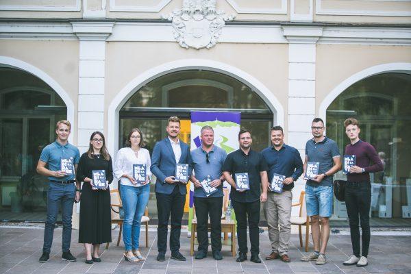 Read more about the article Zbornik MLADI ZA RAVNE